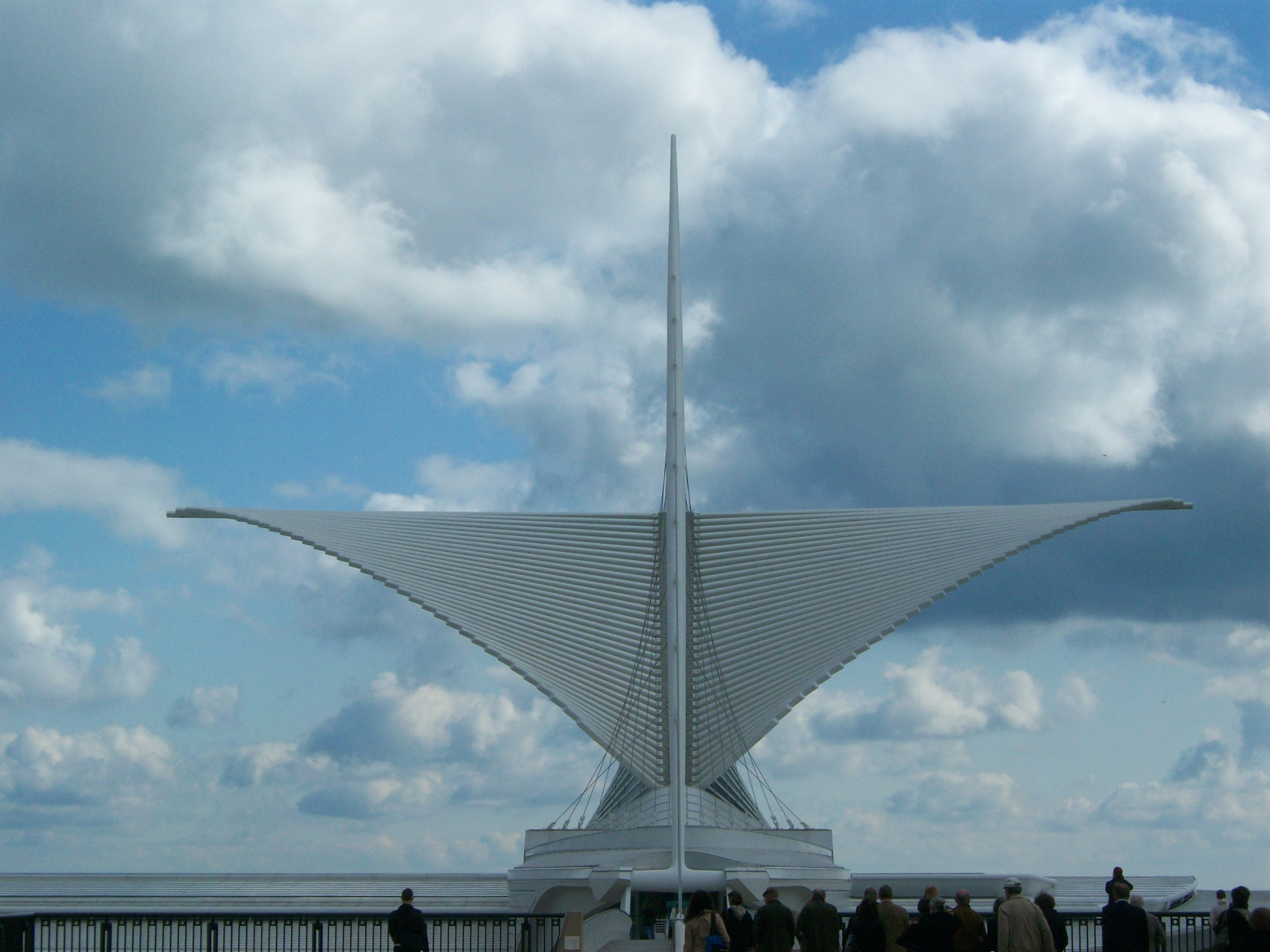 Calatrava's Milwaukee Art Museum Front View