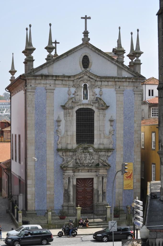 A Porto street scene