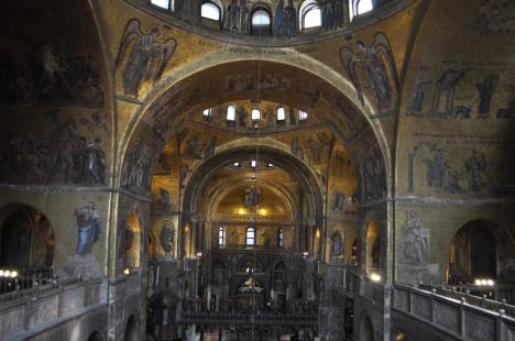Nave of Basilica di San Marco