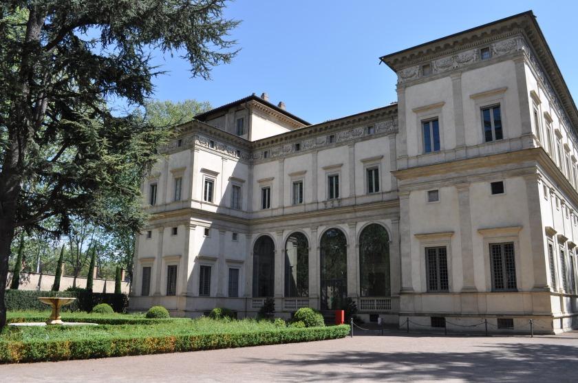 Front facade of Villa Farnesina