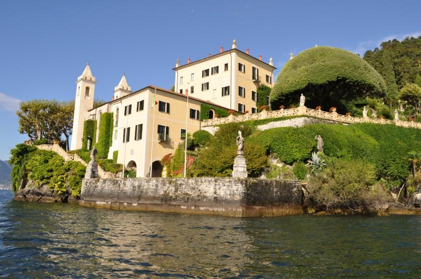 Villa lakeside entrance