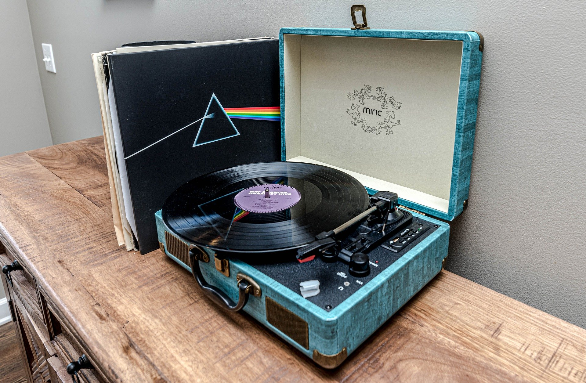 Record player image by Mike Gattorna from Pixabay